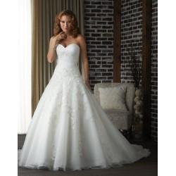 bílé svatební šaty zdobené krajkou Antonia M-L