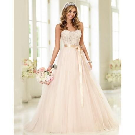 e2c9de9c4597 Krémové tylové svatební šaty s champagne stuhou s bohatou sukní
