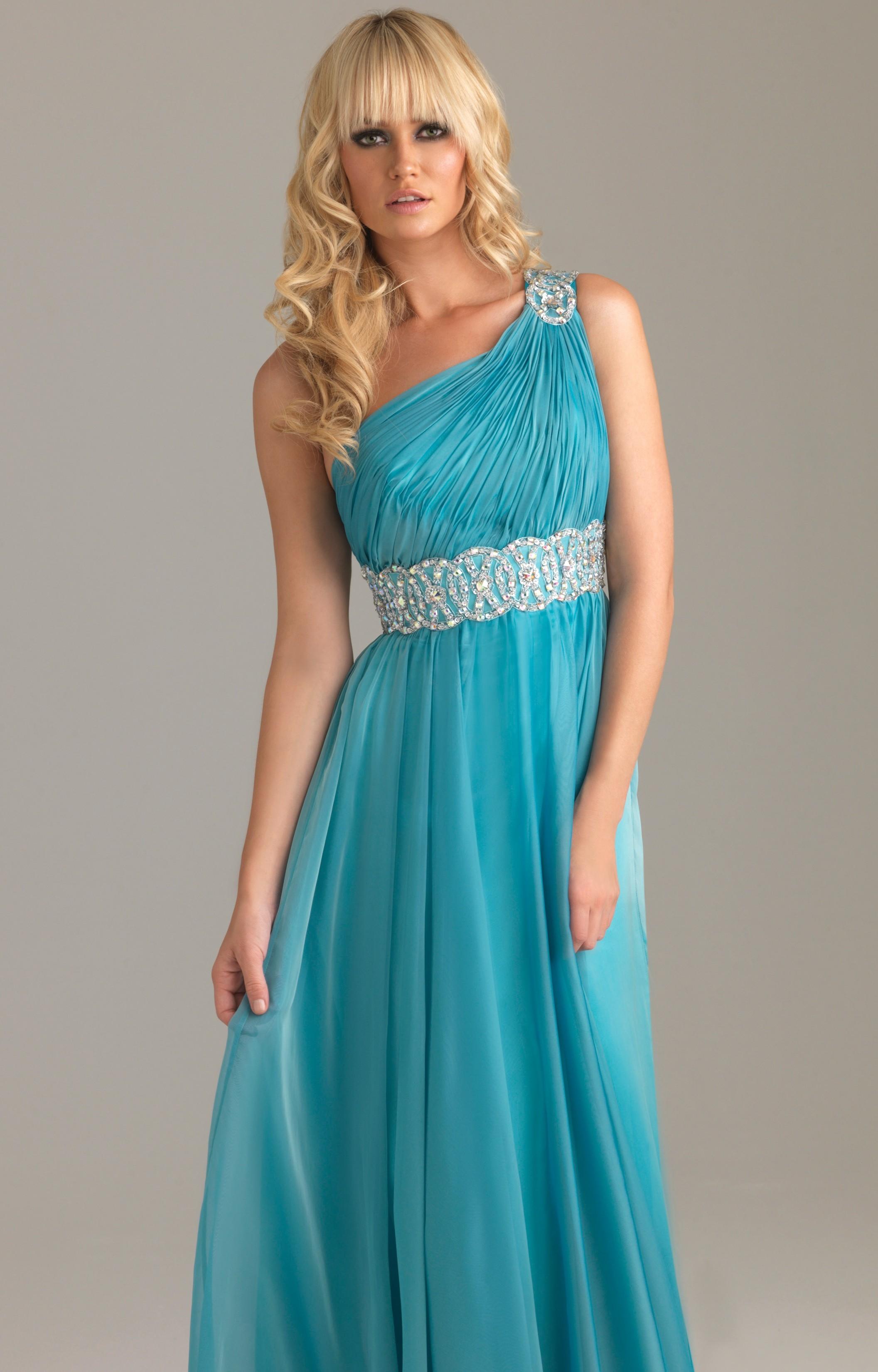 Výprodej společenských šatů - plesové šaty levně a rychle ... e1522e41285