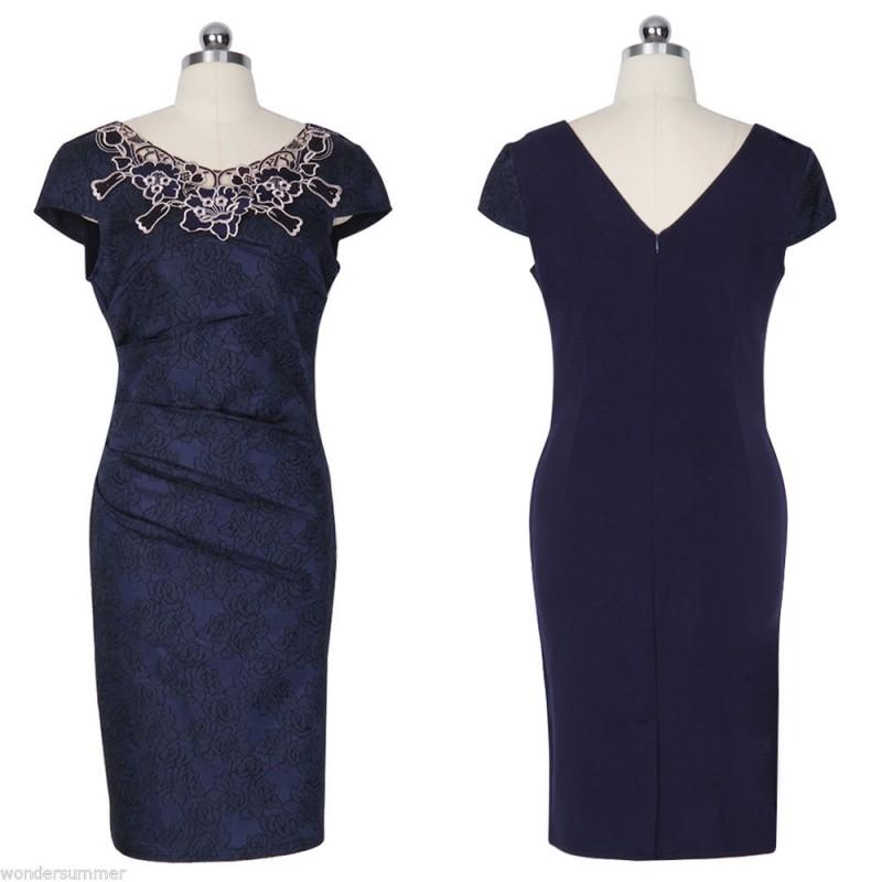 e69fbfe15b9 ... tmavě modré společenské šaty s krajkovým vzorem XXL
