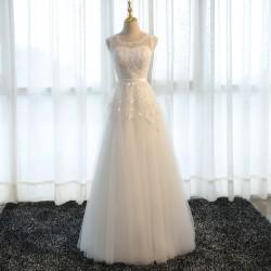bílé tylové svatební šaty s krajkovým živůtkem Luna M