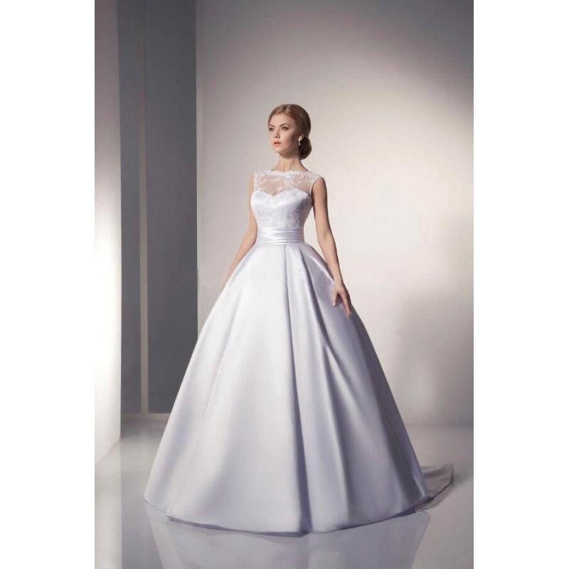 c4107f4696b klasické saténové svatební šaty s krajkovým živůtkem M - Hollywood ...