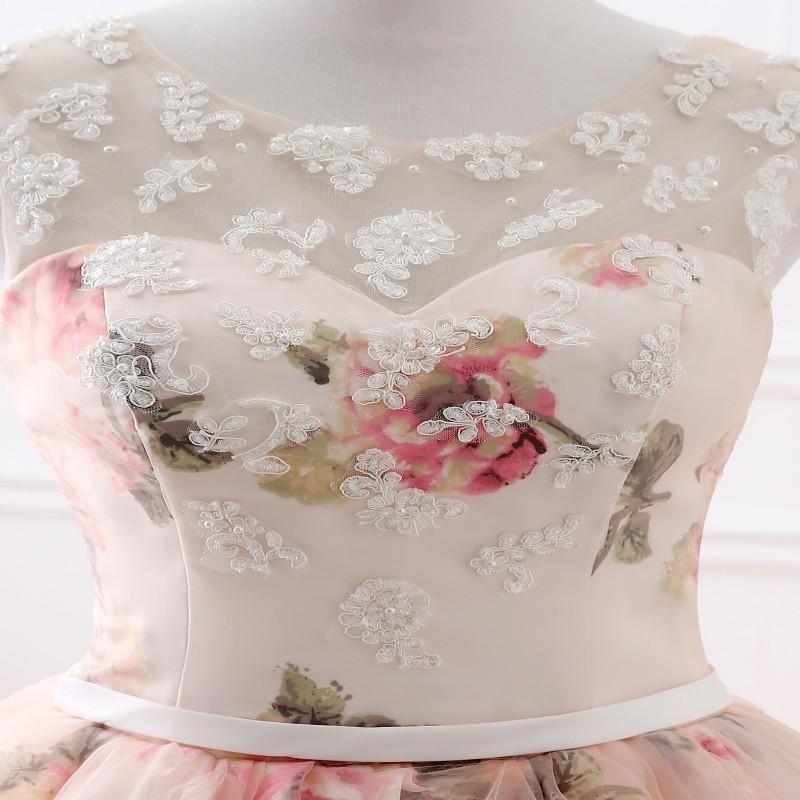 Květované plesové nebo svatební šaty s bohatou sukní Boho e3472eb377
