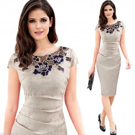 088056f05a6 krémové společenské šaty s krajkovým vzorem L