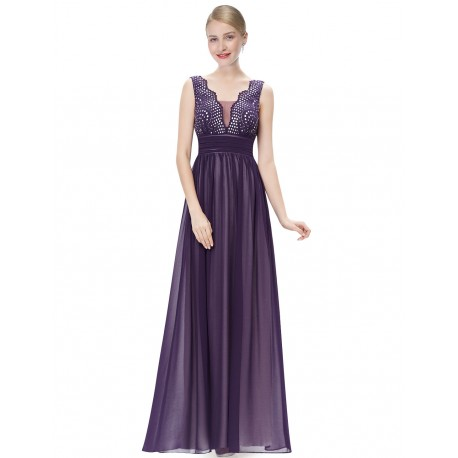d20036e62212 Dlouhé fialové společenské šaty na ples se širokými ramínky