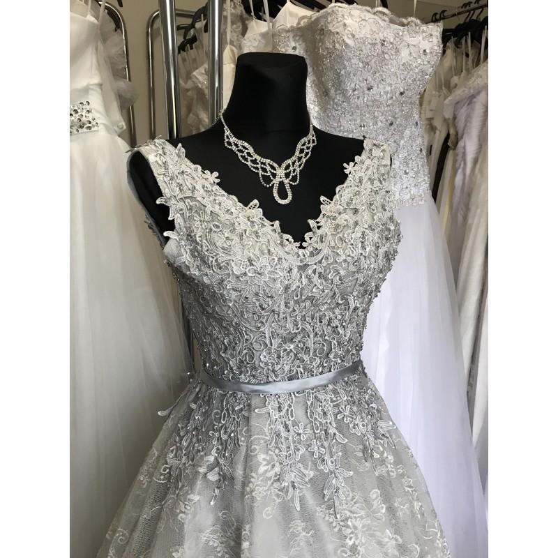 ... luxusní krajkové šedé plesové šaty na maturitní ples Alison XS-S ... 932ba9e671