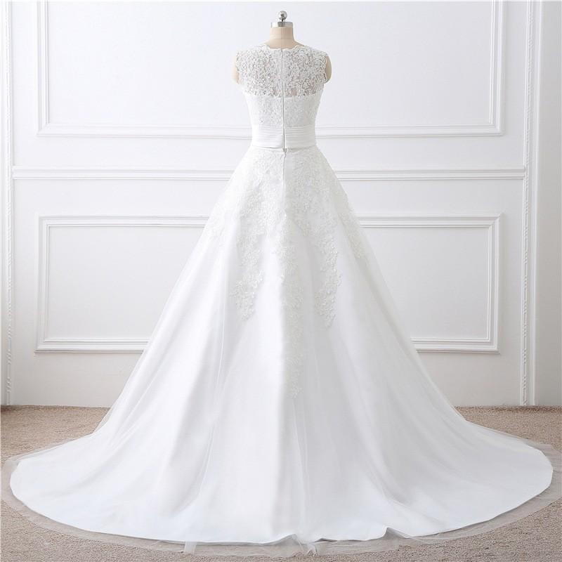 fe9e2f06b1b princeznovské svatební šaty s krajkovými aplikacemi Lucia S - odepínací  sukně ...
