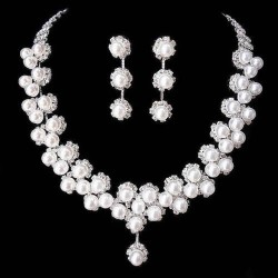 bohatý štrasový set s perličkami Amanda - náušnice a náhrdelník