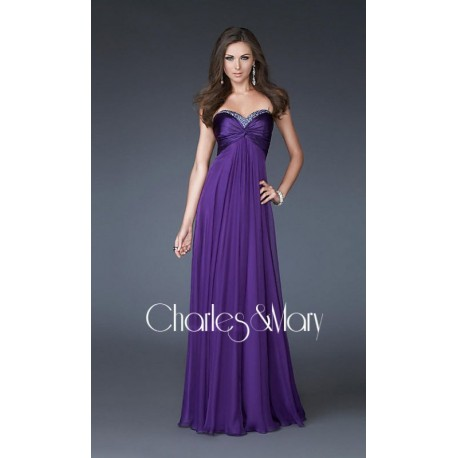 Krásné fialové společenské šaty bez ramínek na míru