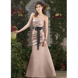 Krásné šaty pro družičku