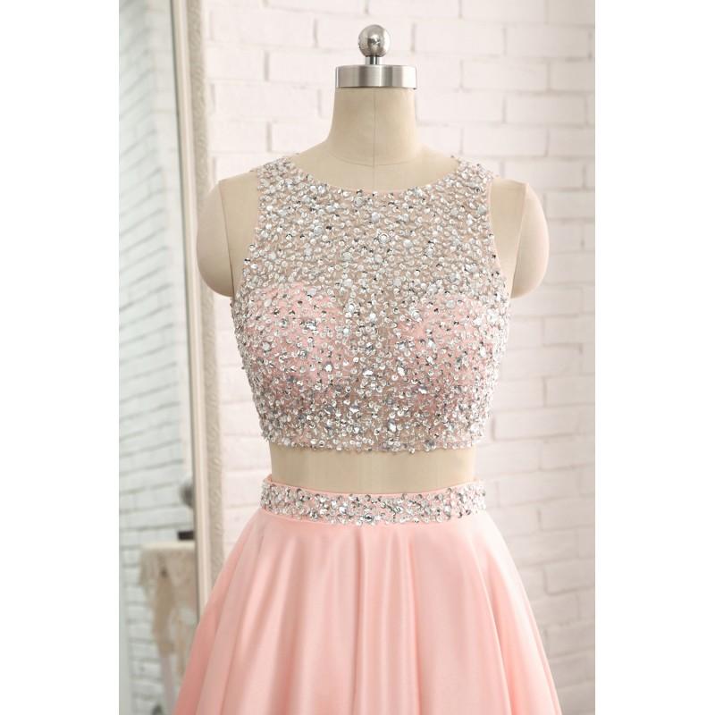 Světle růžové dvoudílné plesové šaty na maturitní ples 2019 27a4b663301