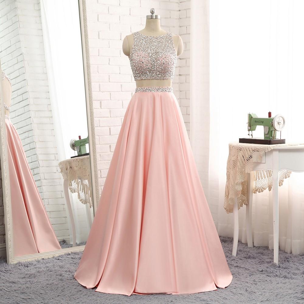 d0490b56f386 Světle růžové dvoudílné plesové šaty na maturitní ples 2019