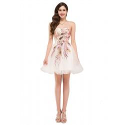 luxusní krátké krémové společenské šaty s pavím vzorem S-M
