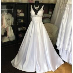 bílé svatební šaty s krajkovým živůtkem S
