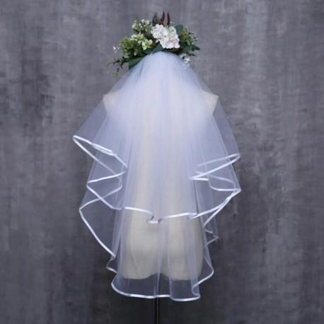 krémový svatební závoj s lemováním