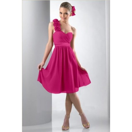 Krásné večerní šaty na jedno ramínko