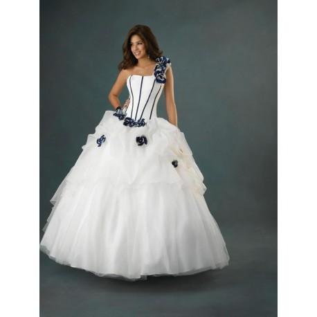 Honosné svatební šaty na míru