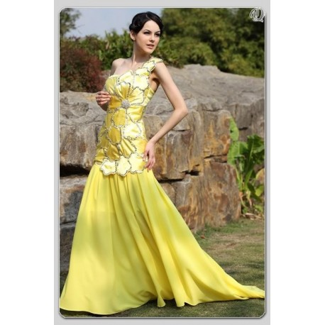 Krásné žluté večerní šaty na míru