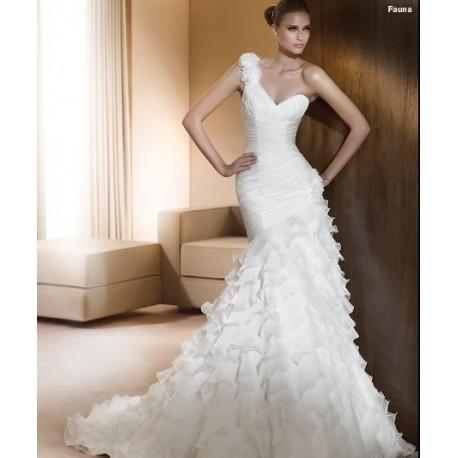 Dokonalé svatební šaty na míru - z naší titulní strany