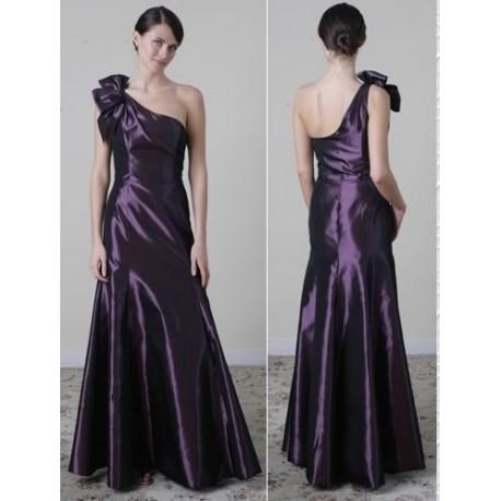 Tmavě fialové společenské šaty