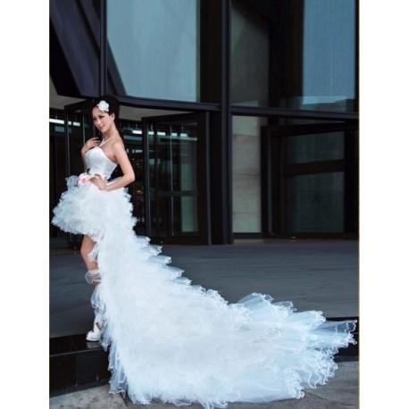 svatební extravagatní šaty na míru