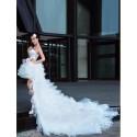 extravagantní krátké svatební šaty s dlouhou vlečkou Luisiana šité na zakázku