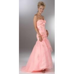 Společenské nebo svatební šaty