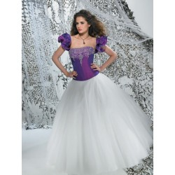 fialovo-bílé společenské nebo svatební šaty