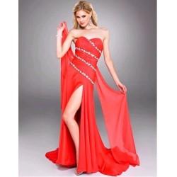 a červené společenské šaty