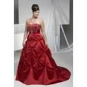 svatební šaty rudé pro baculku