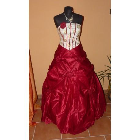 rudé plesové společenské šaty s růží a šálem M