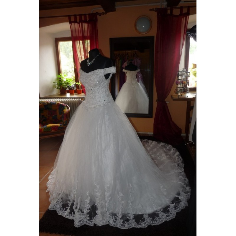 Princeznovské svatební šaty na míru - luxusní kousek - Hollywood ... de34fa8514