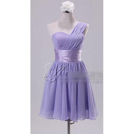 7e8aa6658962 světle fialové krátké společenské šaty na jedno rameno Katharine S ...