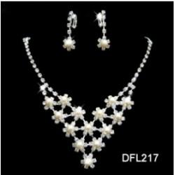brzy luxusní štrasová souprava Kelly  zdobená perličkami