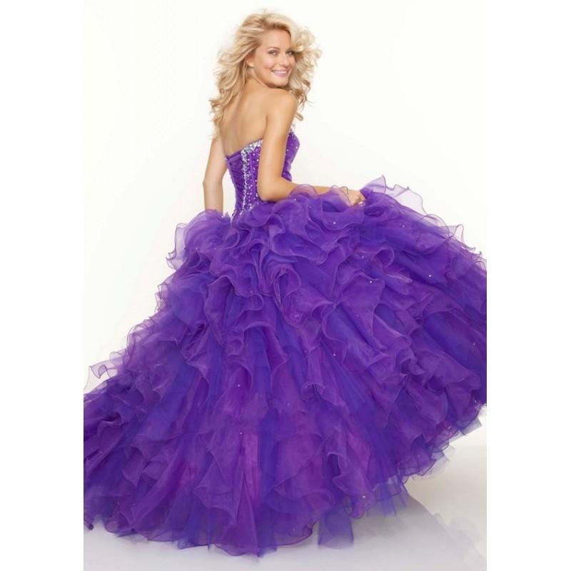 cd0421ad1 ... luxusní fialové plesové šaty na maturitní ples nadýchané Veronica S-M