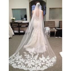 dlouhý svatební závoj s krajkovou aplikací 3 metry