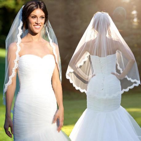 krémový krátký svatební závoj s hřebínkem a krajkou 1,5 m